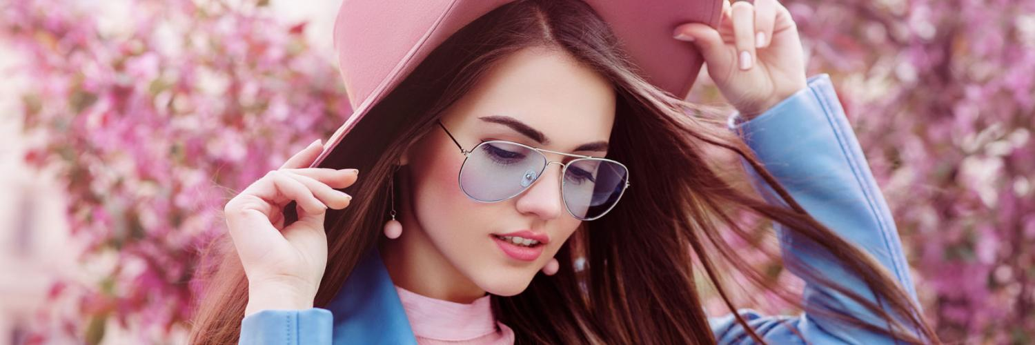 Fashionable girl in a pink hat with oversized sunglasses.